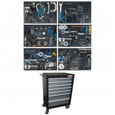 Įrankių spintelė su variklio fiksavimo įrankiais